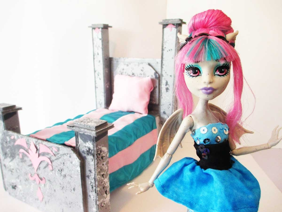 How To Make A Rochelle Goyle Doll Bed Tutorial.Monster High