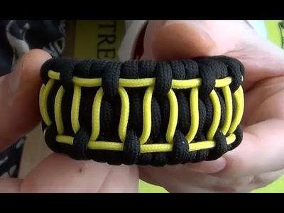 "Paracord bracelet with a ""zigzag"" pattern"