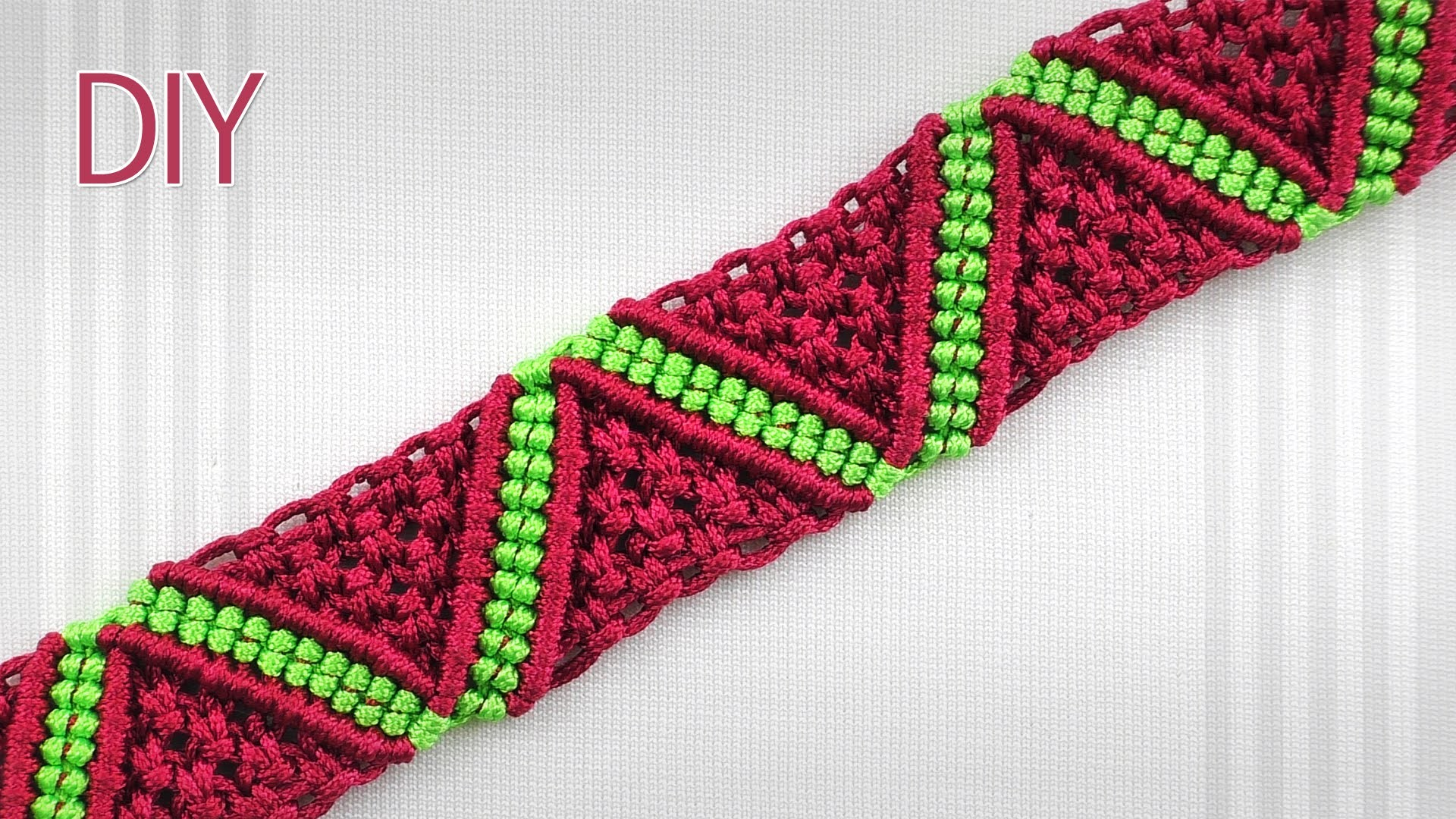 How to Make a Macrame ZigZag Surf Bracelet