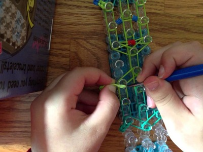 How to make a rainbow loom celibi pokemon charm.