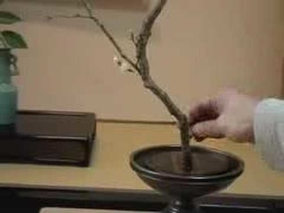 How to make an authentic Ikebana.