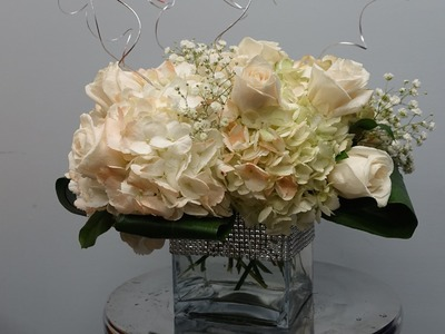 How to Make a Centerpiece with Hydrangeas and Roses in a Cube Vase