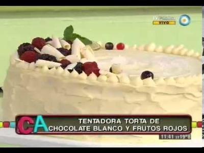Torta de chocolate blanco y frutos rojos