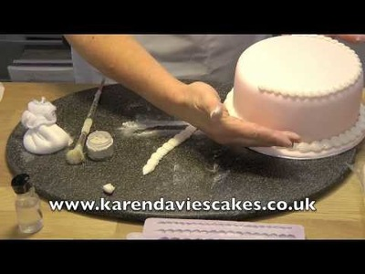 Karen Davies Cake Decorating Moulds. Molds - free beginners tutorial. how to - Piped Shell Border
