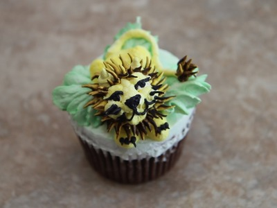 Lion cupcake- How to- cake decorating- buttercream