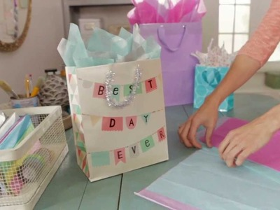 Giftology: How to Fill a Gift Bag with Tissue