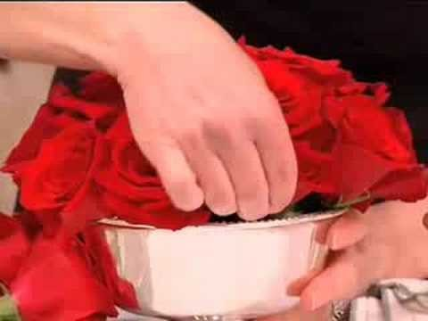 How to Make a Rose Centerpiece Floral Arrangement