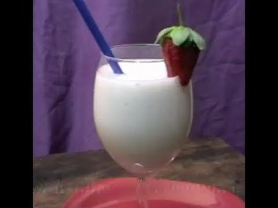 HOW TO MAKE A DELICIOUS BANANA & COCONUT SMOOTHIE