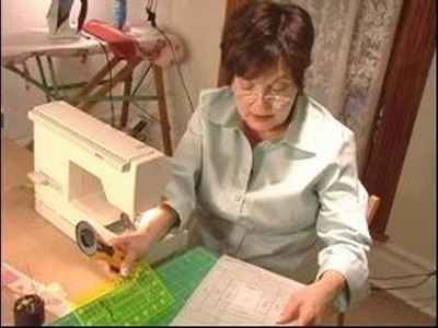 How to Make Quilts : How to Trim Your Velum for Your Log Cabin Quilt