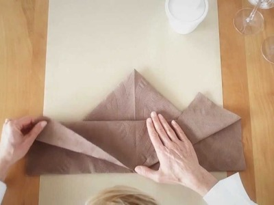 Napkin folding from Duni - Maple Leaf