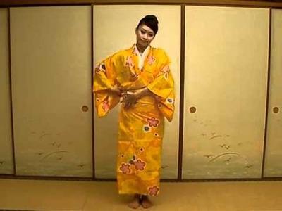 How to wear yukata kimono.