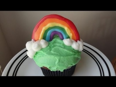 Decorating Cupcakes #34:  Rainbow Cupcakes