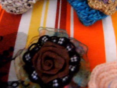 Broches,monederos a ganchillo y tela