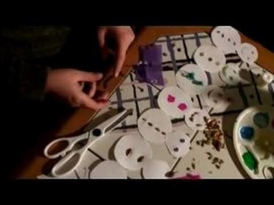 Making Paper Snowmen Decorations : Cutting Paper for Snowman Faces