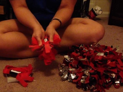 How to fluff a set of pom poms.