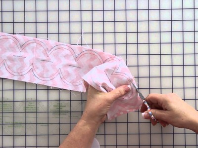 Quick Points Scallop Ruler Demonstration - Fat Quarter Shop