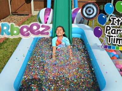 ORBEEZ POOL PARTY - WATER BALLOON  BOMB FIGHT | Toys AndMe