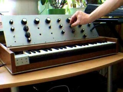 Home-made virtual-analog Synthesizer played by Step-Sequencer