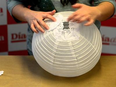 Paso a paso: cómo decorar una lámpara china con blondas