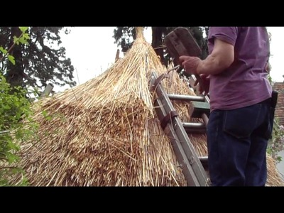 Thatching a round straw roof, iron age hut thatch style