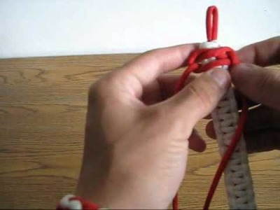 How To Make A Paracord Bracelet (King Cobra Weave)