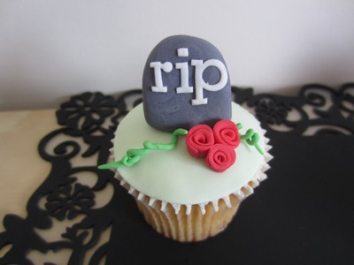 How to Make Halloween Cupcakes - Tombstone Topper