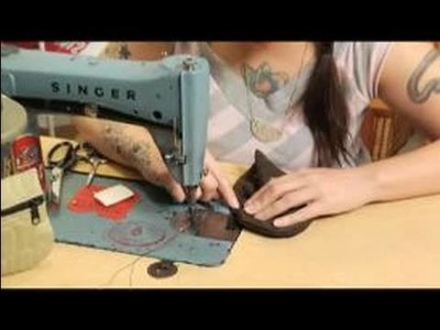 How to Make a Coin Purse : Closing & Opening The Zipper Of A Coin Purse