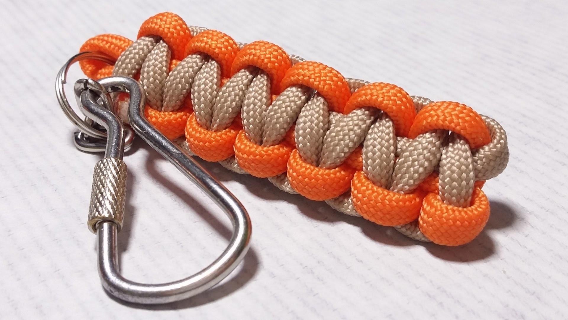 How easy do Cobra Weave. Solomon Bar paracord Keychain by ParacordKnots