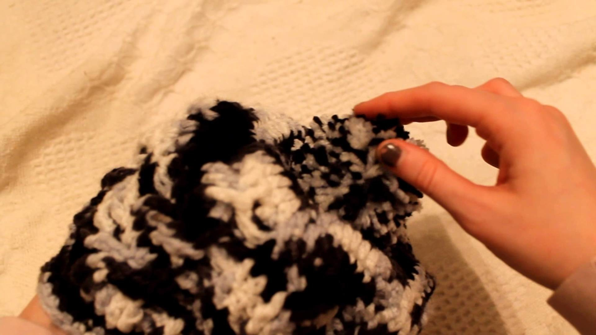How to: Sew a yarn pom-pom onto a beanie