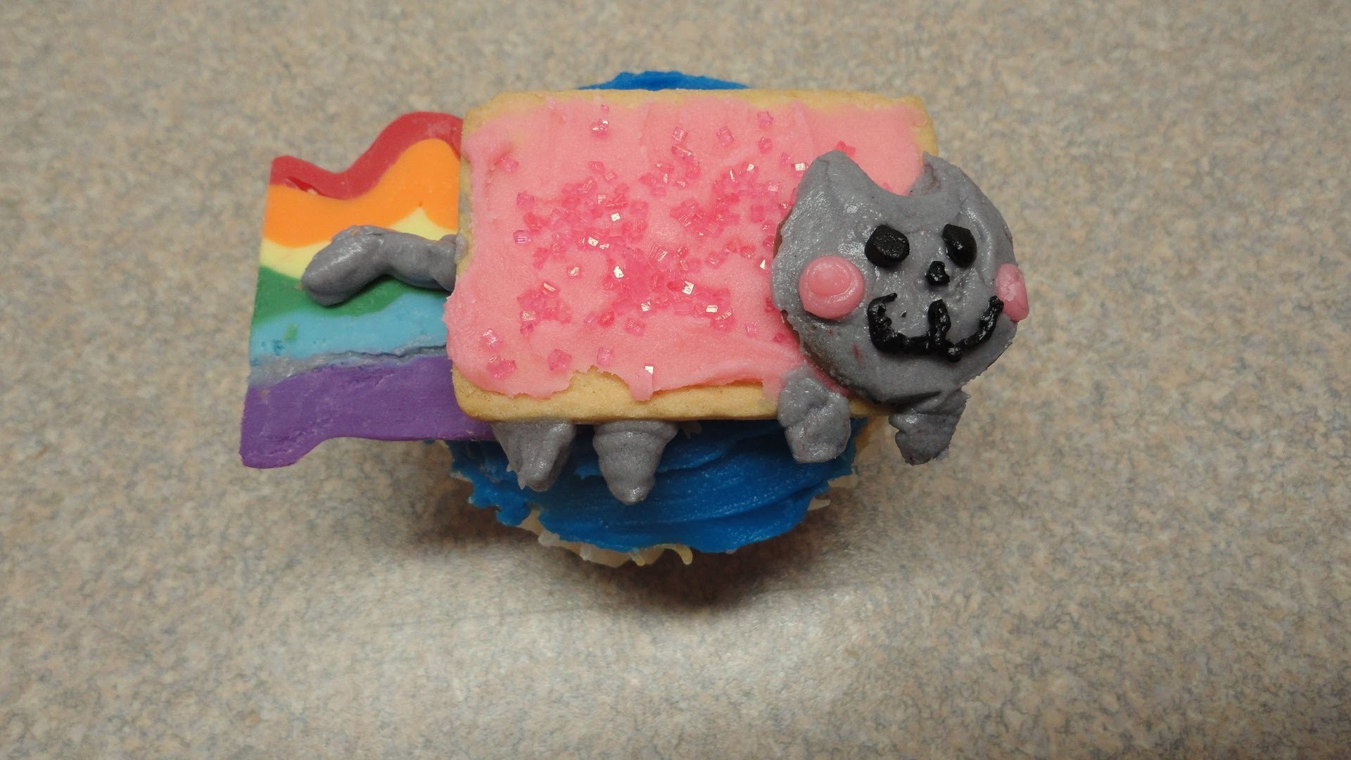 Decorating Cupcakes #80: Nyan Cat