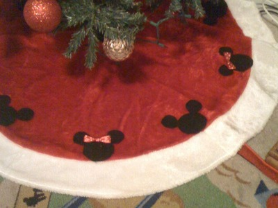 Christmas Mickey and Minnie Mouse tree skirt tutorial