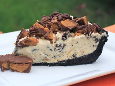 """Frozen Reese's Pie AKA """"That Cookout Pie"""""""