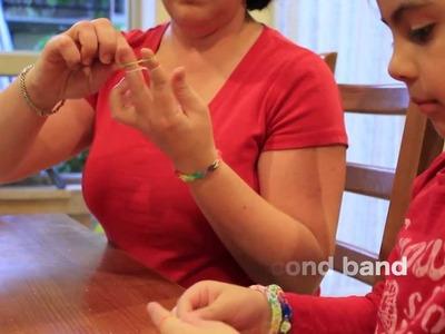 How to make elastic bands bracelet using your fingers - Rainbow Loom
