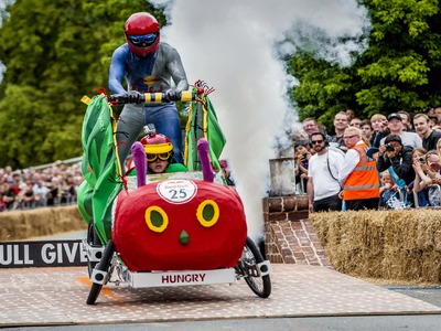Racing DIY Soapbox Vehicles at Alexandra Palace - Red Bull Soapbox 2015