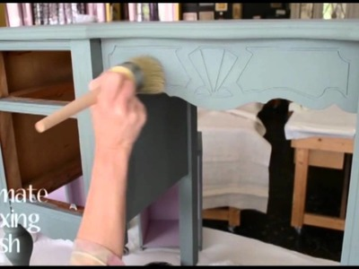 Virginia Weathersby paints a Dressing table with Chalk Paint®