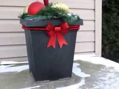 Simple and Inexpensive Outdoor Christmas Decor Idea