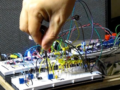 DIY 555 Analog Synth with  16 step  sequencer and simple filtering