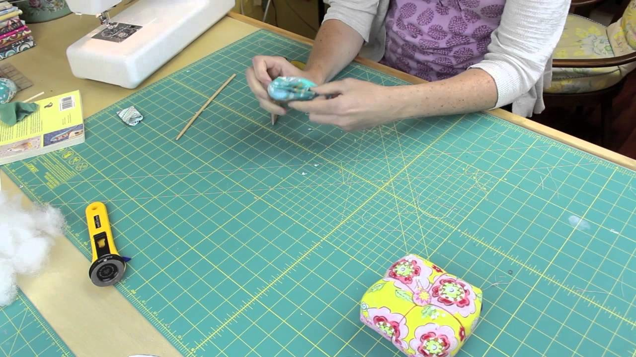 Making a Fairy Wren from Pretty Birds Sewing Book