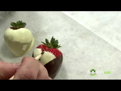 Dipping and Decorating Chocolate Strawberries