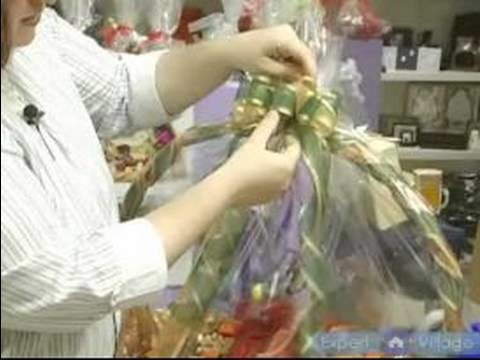How To Make Elegant Gift Baskets : How To Make A Bow For a Wrapped Gift Basket