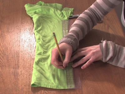 How to Cut a T-Shirt With Lines on the Sides : DIY Shirt Designs