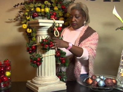 How to Decorate Indoor Columns for Christmas : Christmas Decorating