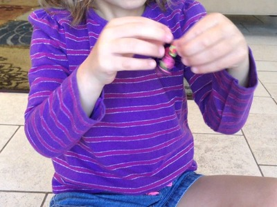 How to Make a Rainbow Loom Bracelet with Your Hands by Sarah (6)