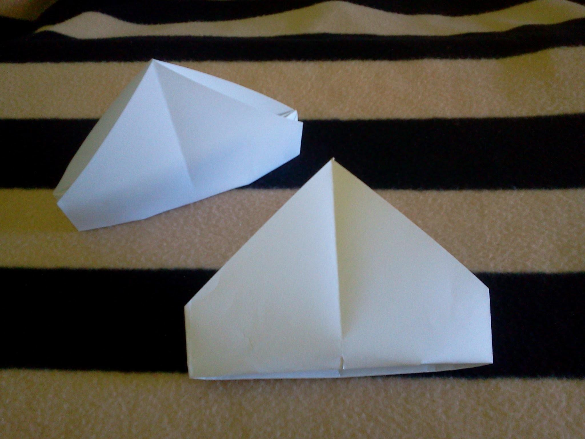 Origami bishop's mitre - Mitra de Obispo de papel