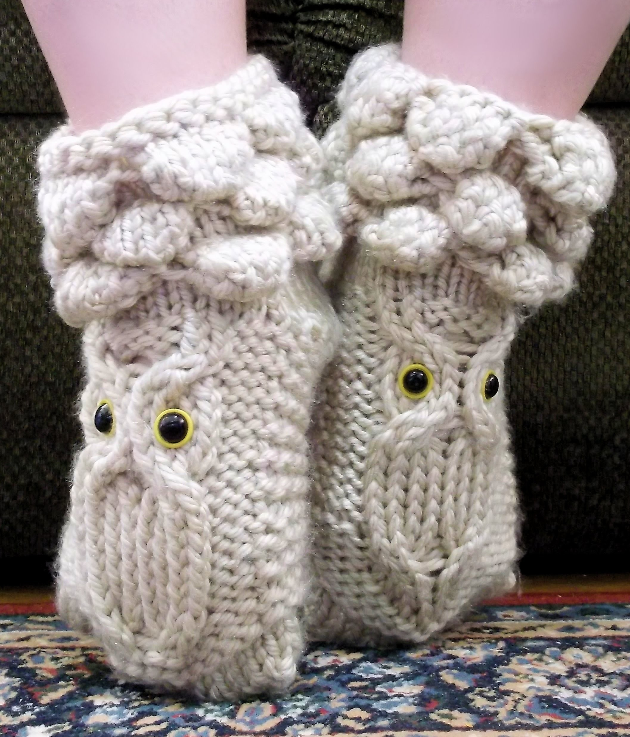 How to Loom Knit Owl Booties
