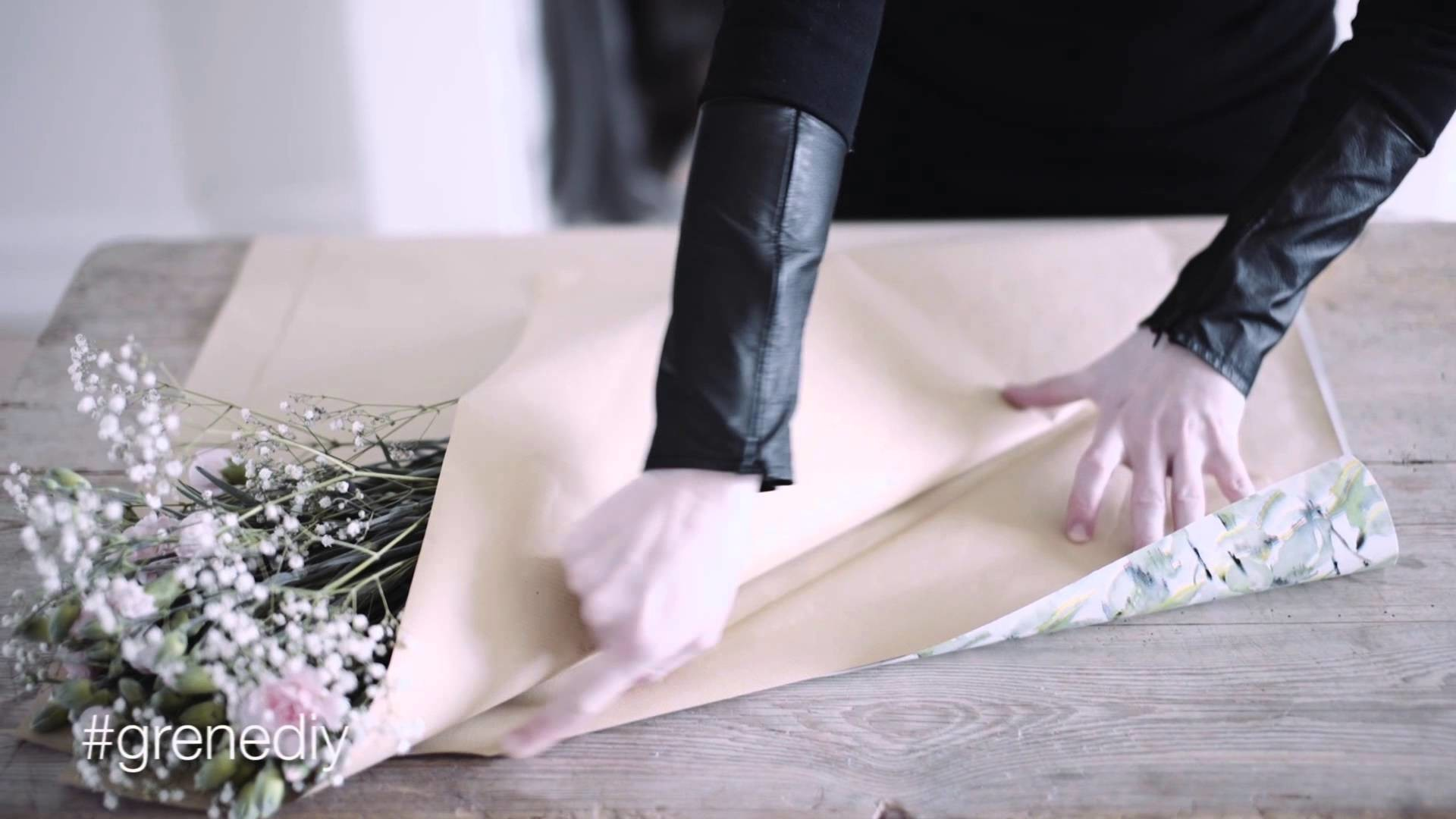 DIY: How to wrap a bouquet of flowers by Søstrene Grene