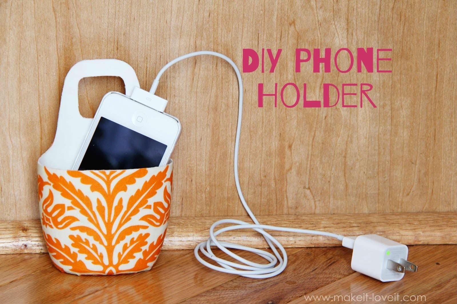 Как сделать из бутылки подставку для телефона для зарядки
