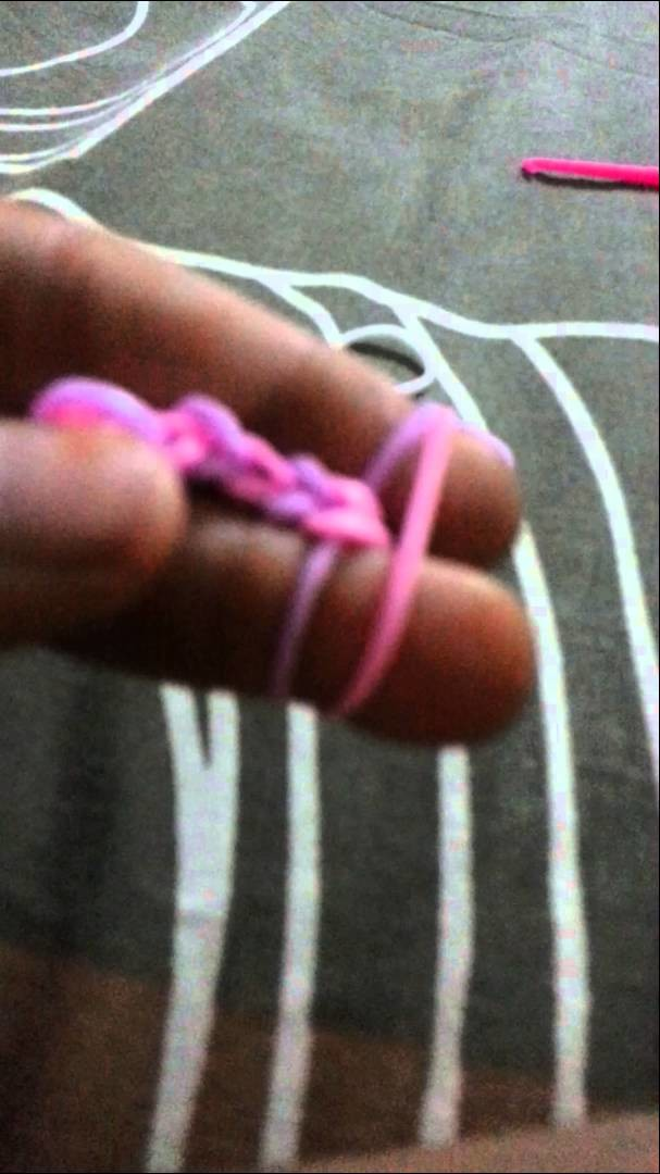 How to make chain loom band