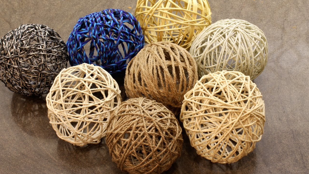 Yarn balls for Christmas | DIY Rustic Christmas Decorations