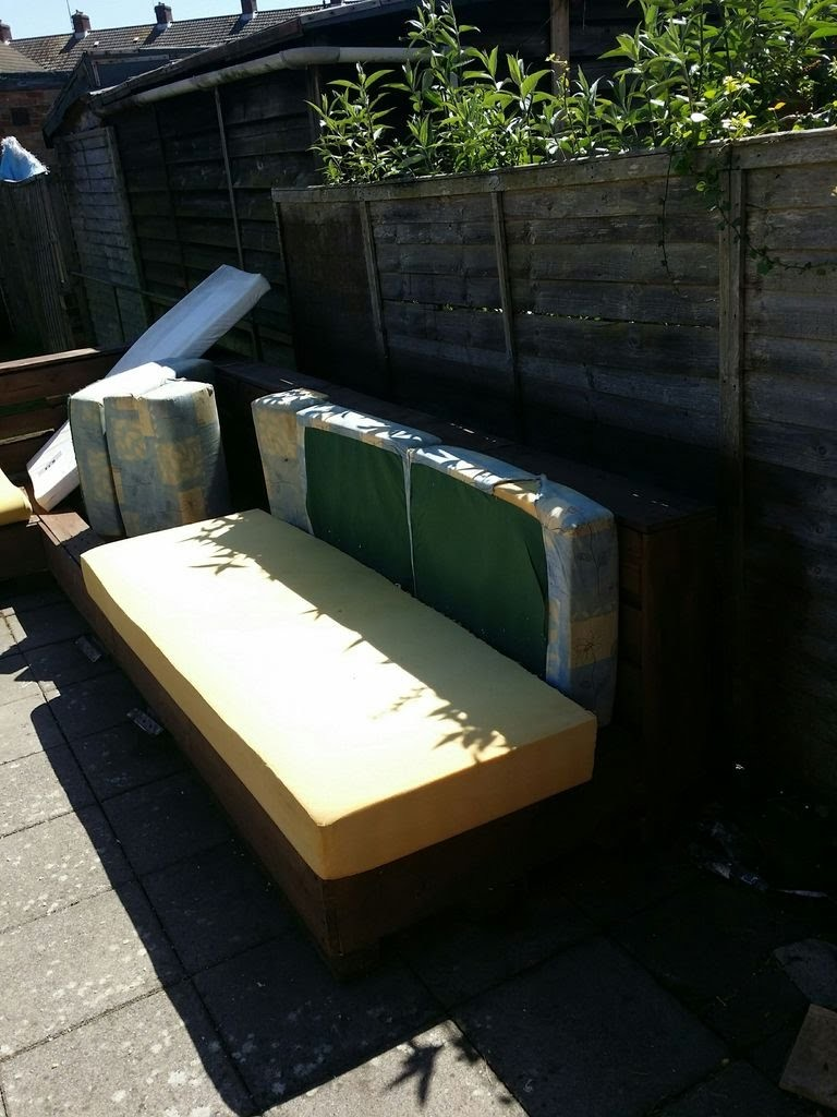 Interesting Garden Pallet Corner Sofa